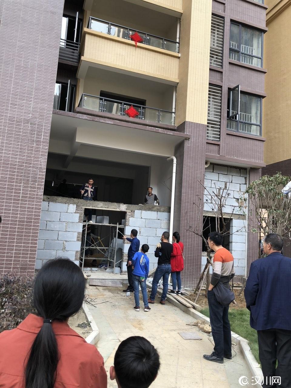 汉川银湖国际小区物业私自侵占业主架空层