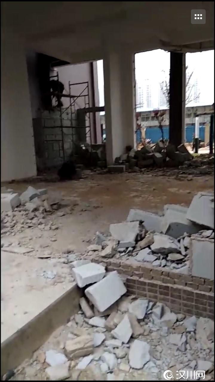 汉川银湖国际小区架空层违建终于拆除了