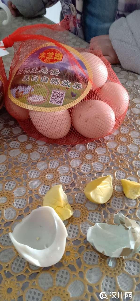 前几天在汉川中百超市买的两袋木兰湖牌鸡蛋,头一次打